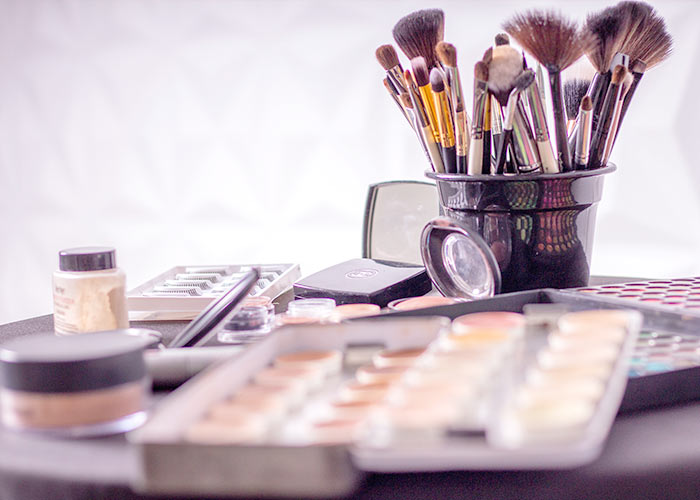 makeup artists best jobs libra men and women should pursue