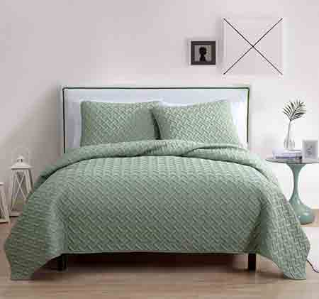 best-gifts-for-taurus-geometric-quilt-set