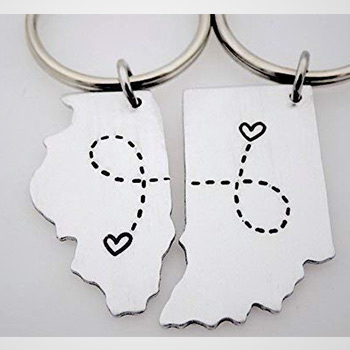 long-distance-boyfriend-gifts-customized-state-keychains