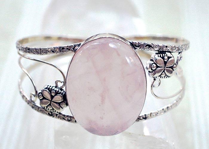 rose quartz taurus gem stone